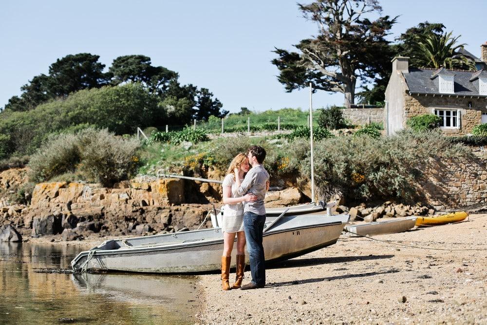 séance engagement à la mer, 07-amandine-ropars-photographe-couple-bretagne-ile-brehat