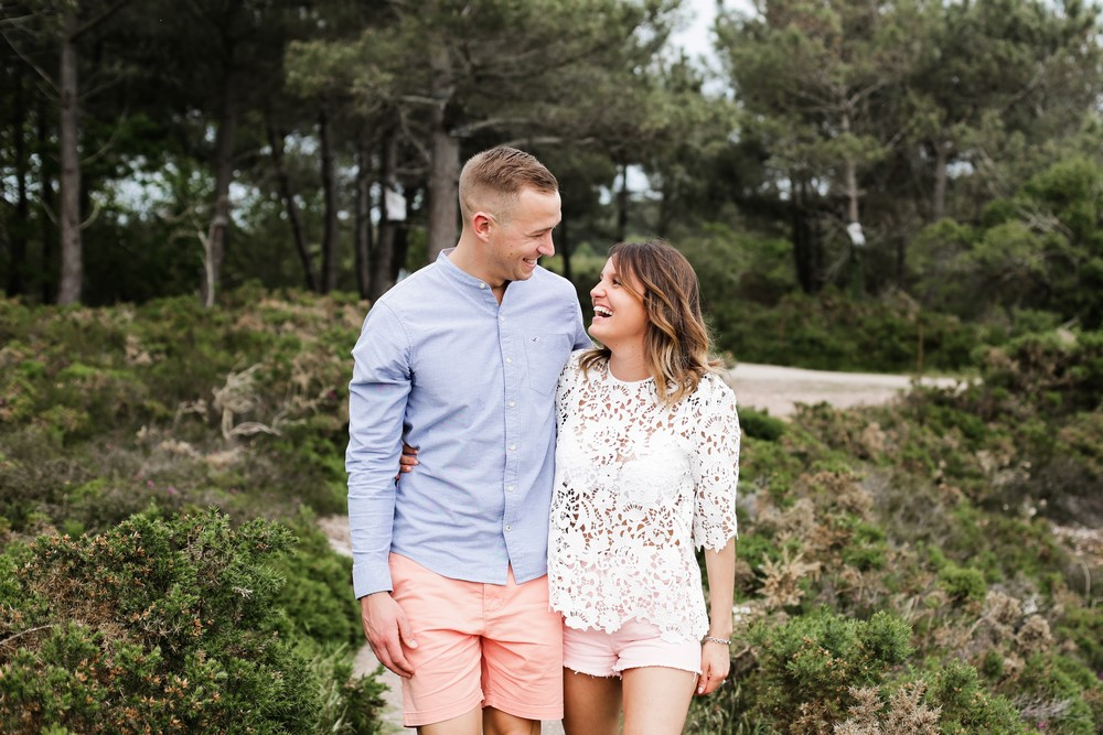 03-seance-couple-engagement-photographe-bretagne-mer-erquy