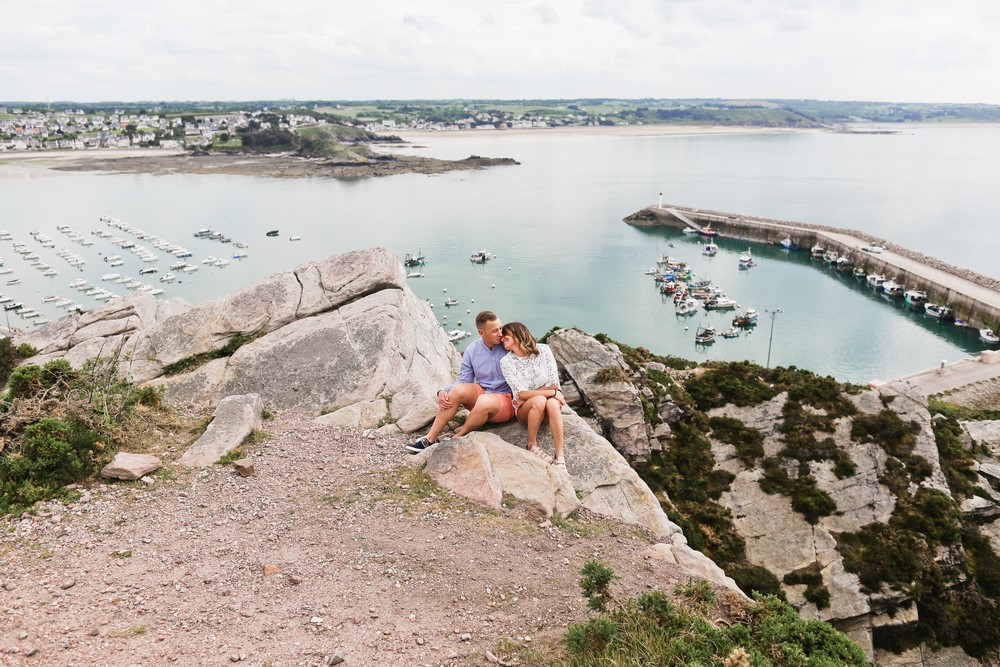 27-seance-couple-engagement-photographe-bretagne-mer-erquy