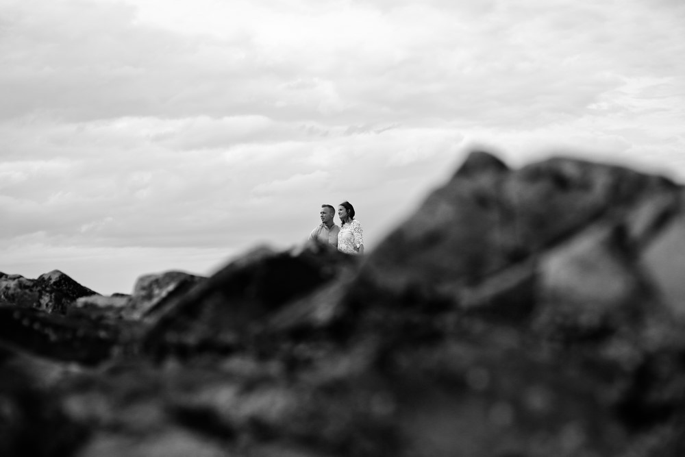 54-seance-couple-engagement-photographe-bretagne-mer-erquy