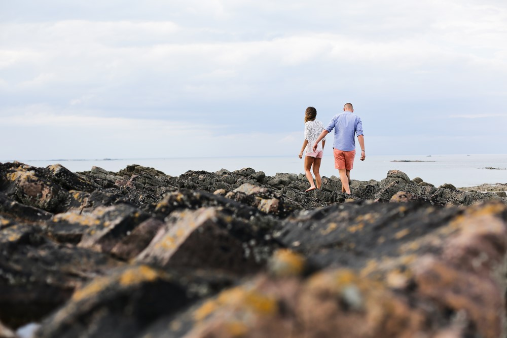 55-seance-couple-engagement-photographe-bretagne-mer-erquy