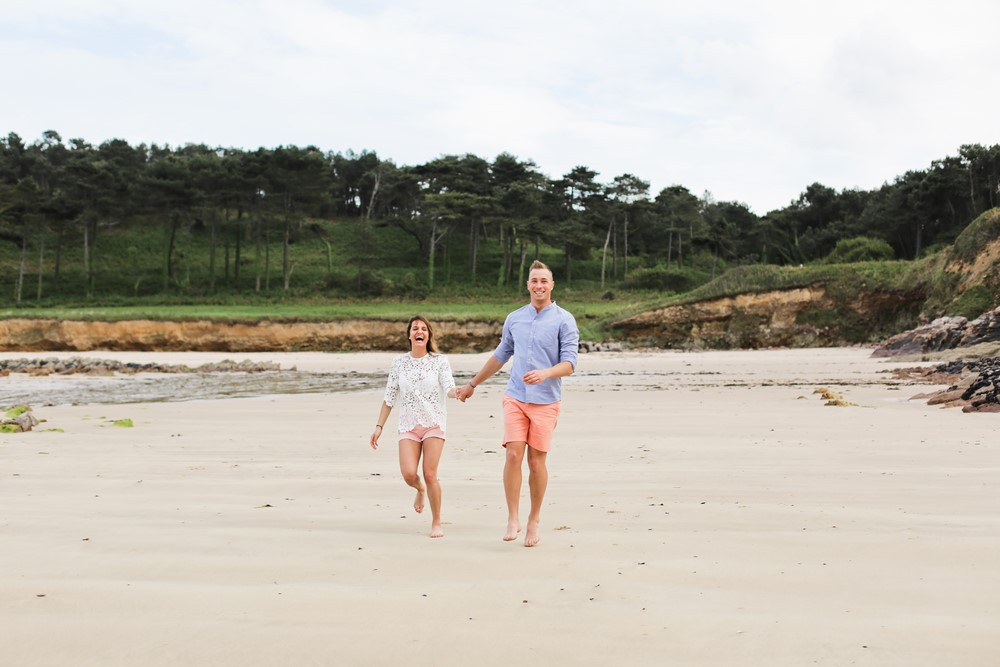 56-seance-couple-engagement-photographe-bretagne-mer-erquy