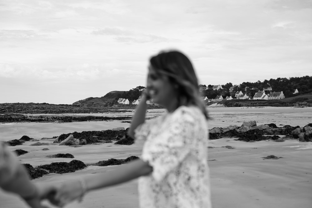 58-seance-couple-engagement-photographe-bretagne-mer-erquy