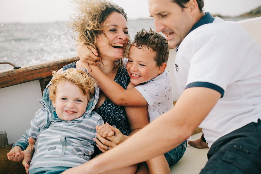 019-séance-famille-sur-un-bateau-bretagne (Copier)