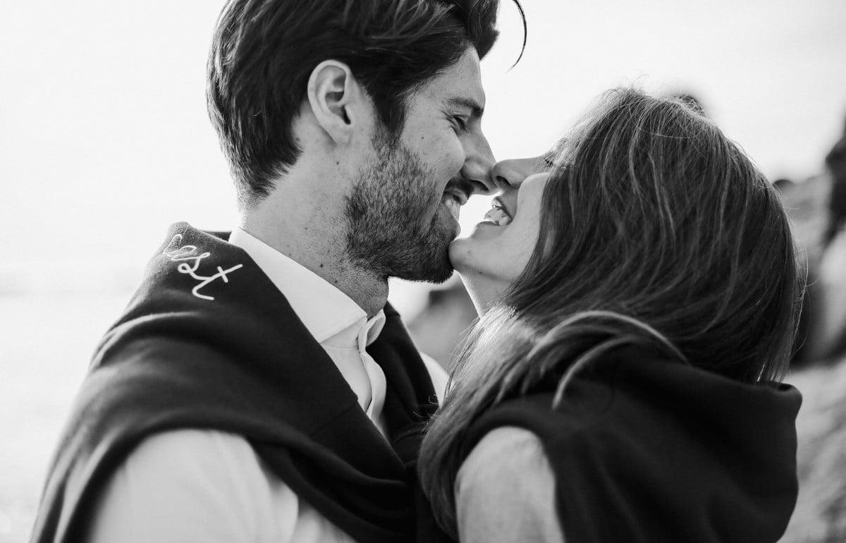 47-seance-photo-couple-engagement-bretagne-1200x770