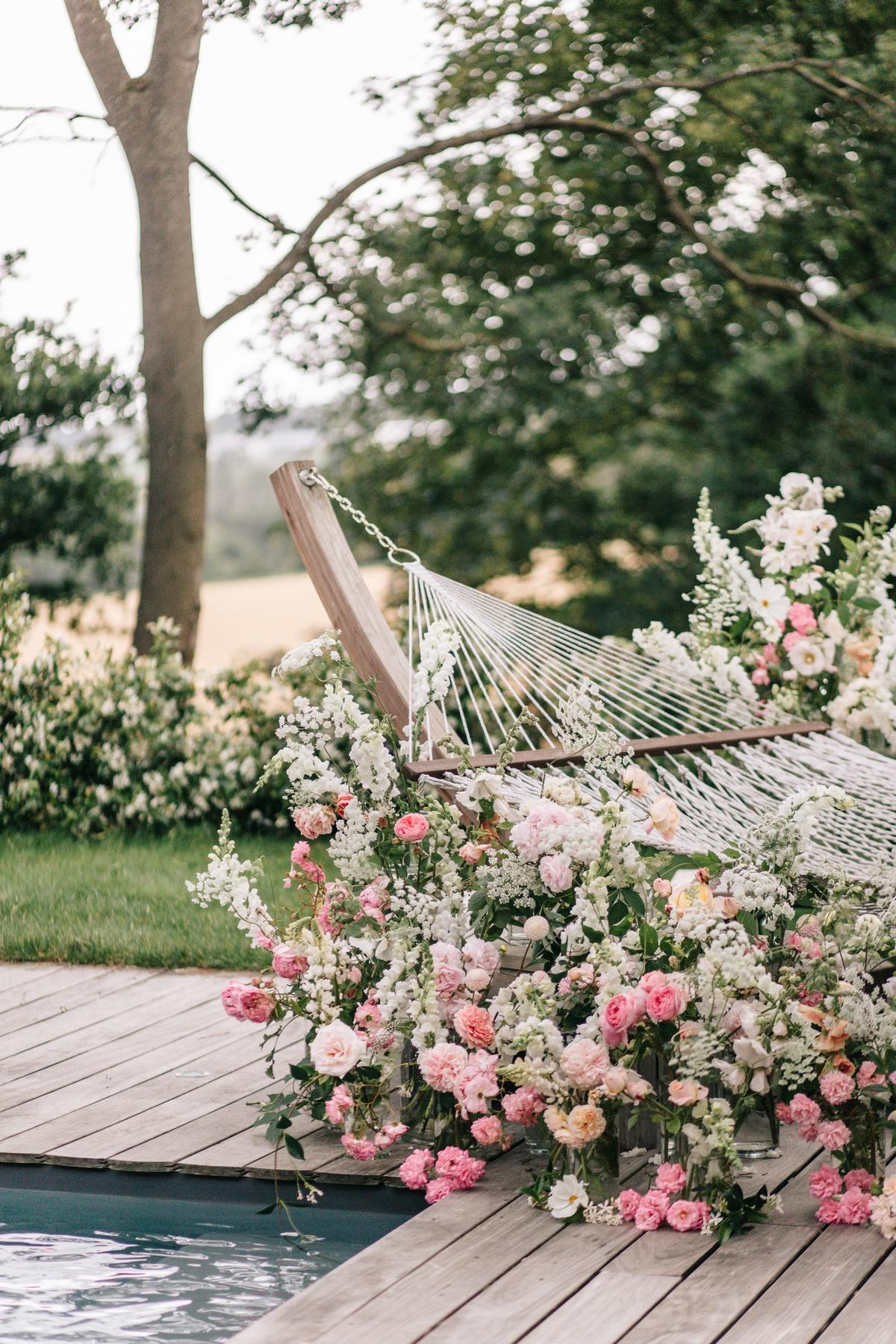 Lendemain de mariage, shooting éditorial mariage, chateau de la ballue, hamac fleuri