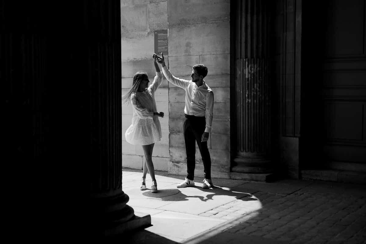 014-photographe-seance-engagement-paris-louvre