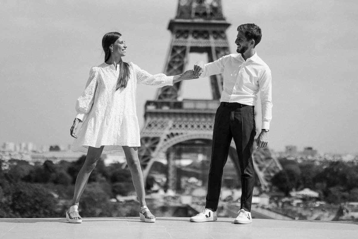 040-photographe-seance-engagement-paris-louvre