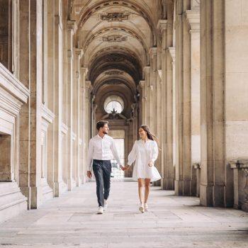 026-photographe-seance-engagement-paris-louvre